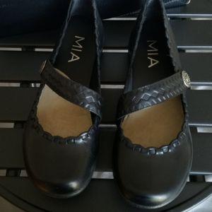 MIA Slip on black leather shoes size 6